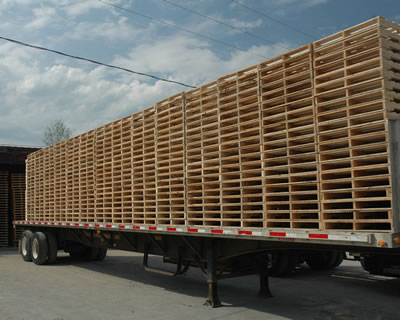 Flatbed Traier of New 4-way Wooden Pallets